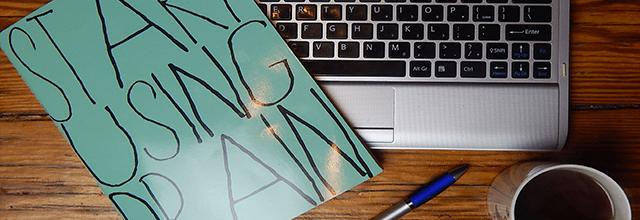 zeszyt laptop herbata pisanie