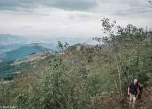 Výstup lesem, sopka Pacaya, Guatemala (Mart Eslem)