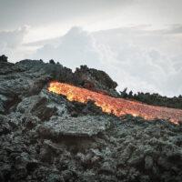 Proud žhavé lávy ze sopky Pacaya, Guatemala (Mart Eslem)