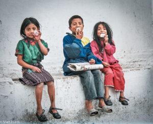 Děti z Chichicastenanga, Guatemala (Mart Eslem)
