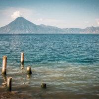 300 metrů hluboké Lago de Atitlán, Guatemala (Mart Eslem)