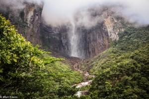 Zamračený nejvyšší vodopád světa (Mart Eslem)