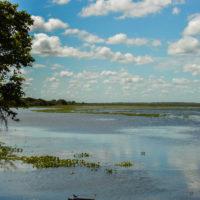 Ladovy obláčky nad mokřady v Los Llanos (Mart Eslem)