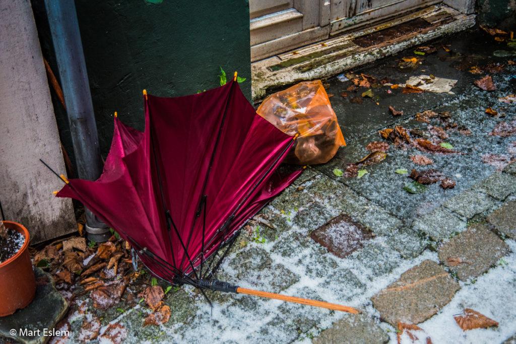 vrakoviště paraplí v Bergenu (Mart Eslem)