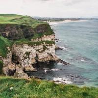 Nádherné pobřeží Severního Irska (Mart Eslem)