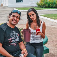 Sympatický mladý pár na Plaza de los Héroes v Asunciónu – Asunción, Paraguay [Mart Eslem]