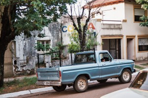 Stará Fordka na ulici v Colónu – Colón, Argentina [Mart Eslem]