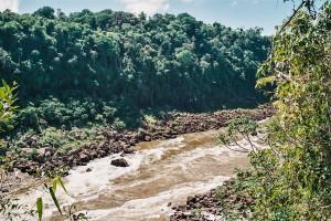 Pohled na brazilský břeh řeky Iguazú – Iguazú, Argentina [Mart Eslem]