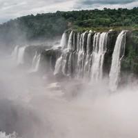 Vodopády Iguazú - mlžný opar nad Ďáblovým chřtánem – Iguazú, Argentina [Mart Eslem]