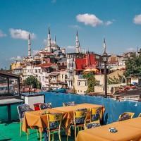 Výhled z terasy Orient International Hostelu v Istanbulu (Mart Eslem)