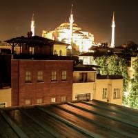 Bratrova fotografie starého města po setmění (Mart Eslem)