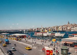 Šrumec v okolí Galatského mostu v Istanbulu (Mart Eslem)
