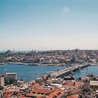 Istanbul - pohled na Zlatý roh a siluetu Starého města (Mart Eslem)