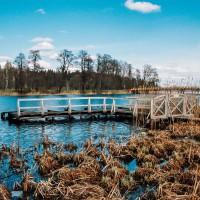 Pobřeží jezera Alüksne v Lotyšsku (Mart Eslem)