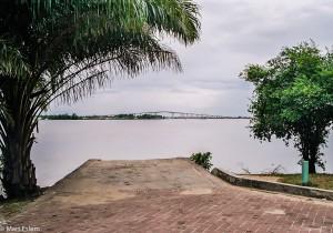 Klenutý most přes řeku Suriname (Mart Eslem)