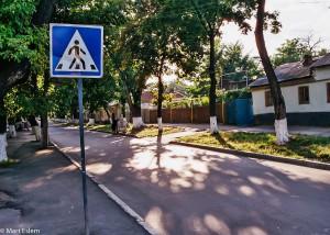Ospalé a liduprázdné ulice v Orhei (Mart Eslem)