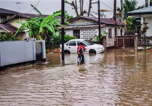 Zatopené ulice na periferii Paramariba (Mart Eslem)