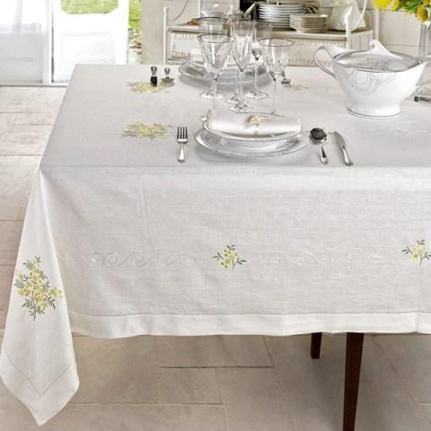 Mimosa Completo di Tovaglie classiche con ricamo e rifinite con orlo a giorno in puro lino