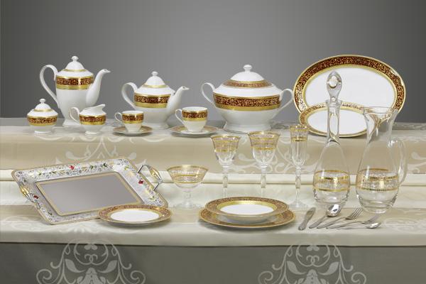 Coordinato piatti bicchieri e vassoi decoro classico oro bordeaux Royal