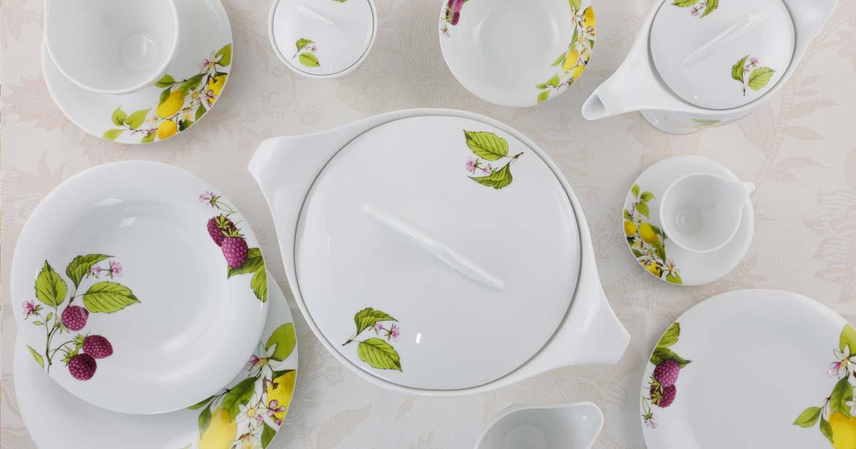 Servizio piatti limoni lamponi