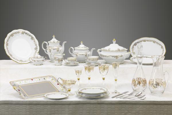 Completo di piatti in porcellana tedesca bicchieri e vassoi con decoro oro 24 carati - Caterina