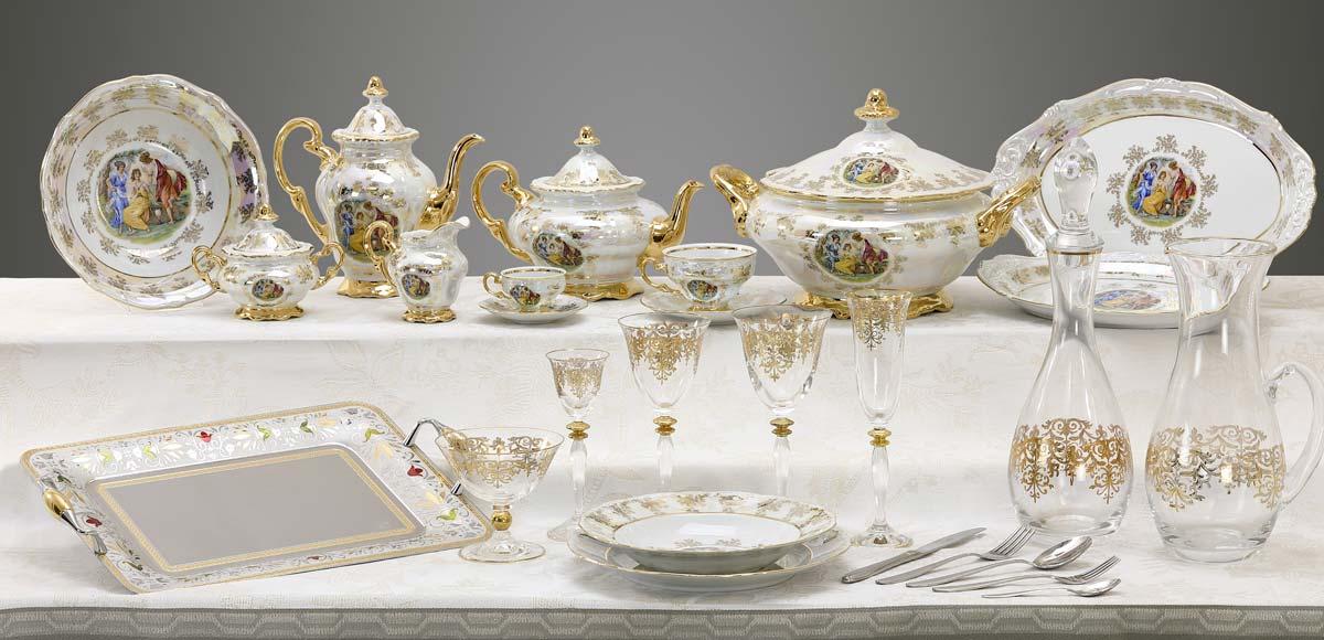 Servizio di piatti bicchieri e vassoi decorati a mano con immagine classica Giulia