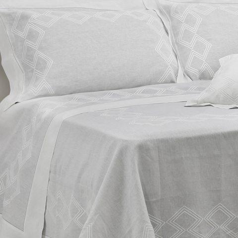 Copriletto moderno in lino bianco con ricamo geometrico - Geo