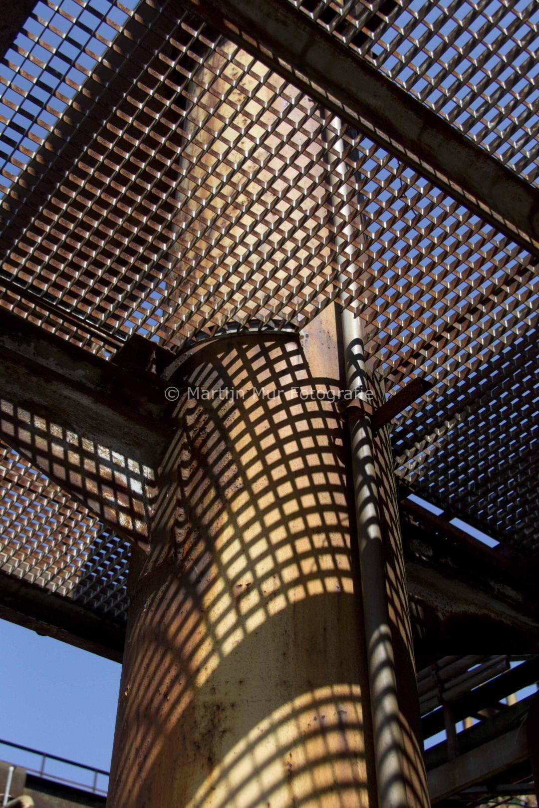 industriële fotografie, schoorsteen met metalen rooster