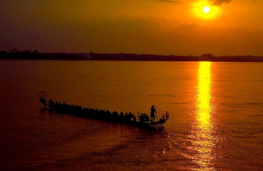 © Martina Miethig, Laos, Mekong, Ruderfest, Sonnenuntergang