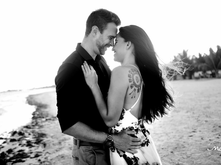 Black and white couple portraits at Chable Maroma, Mexico. Martina Campolo Photography