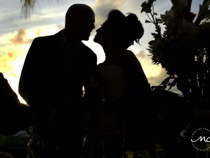 Bride and Groom silhouettes. Puerto Aventuras Wedding. Martina Campolo Photographer