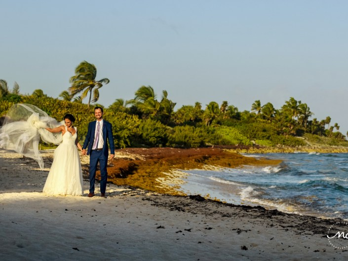 Beach bride and groom portraits at Blue Venado, Mexico. Martina Campolo Photography