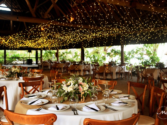 Rustic wedding reception at Blue Venado Beach, Playa del Carmen, Mexico. Martina Campolo Photography