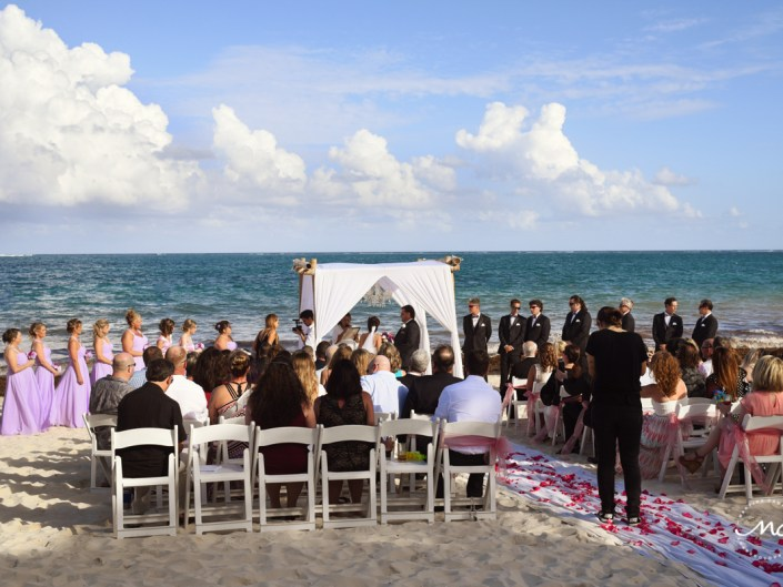 Romantic Now Sapphire beach wedding in Mexico by Martina Campolo Photography
