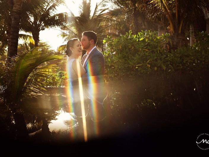 Bride and groom portraits with natural light at Hacienda del Mar, Puerto Aventuras, Mexico. Martina Campolo Photography