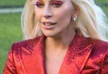 Lady Gaga en la Super Bowl del 2016. Fuente: flickr. Autor: Arnie Papp
