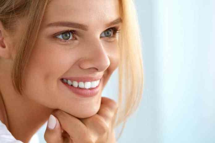 Clínica Den explica 7 características de las carillas dentales