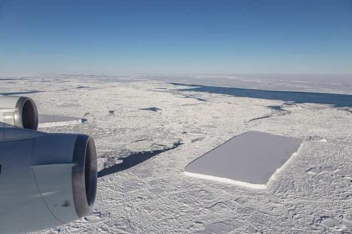 La Misión IceBridge de la NASA Fotografía un Curioso Iceberg Rectangular