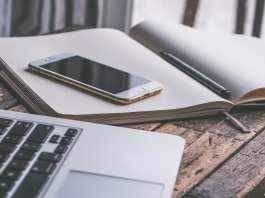 Los efectos negativos de dormir con el móvil encendido junto a la cama