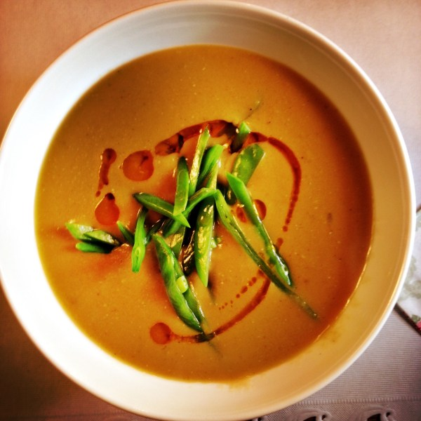 Rode linzensoep met chiliolie - Red lentil soup with chili oil