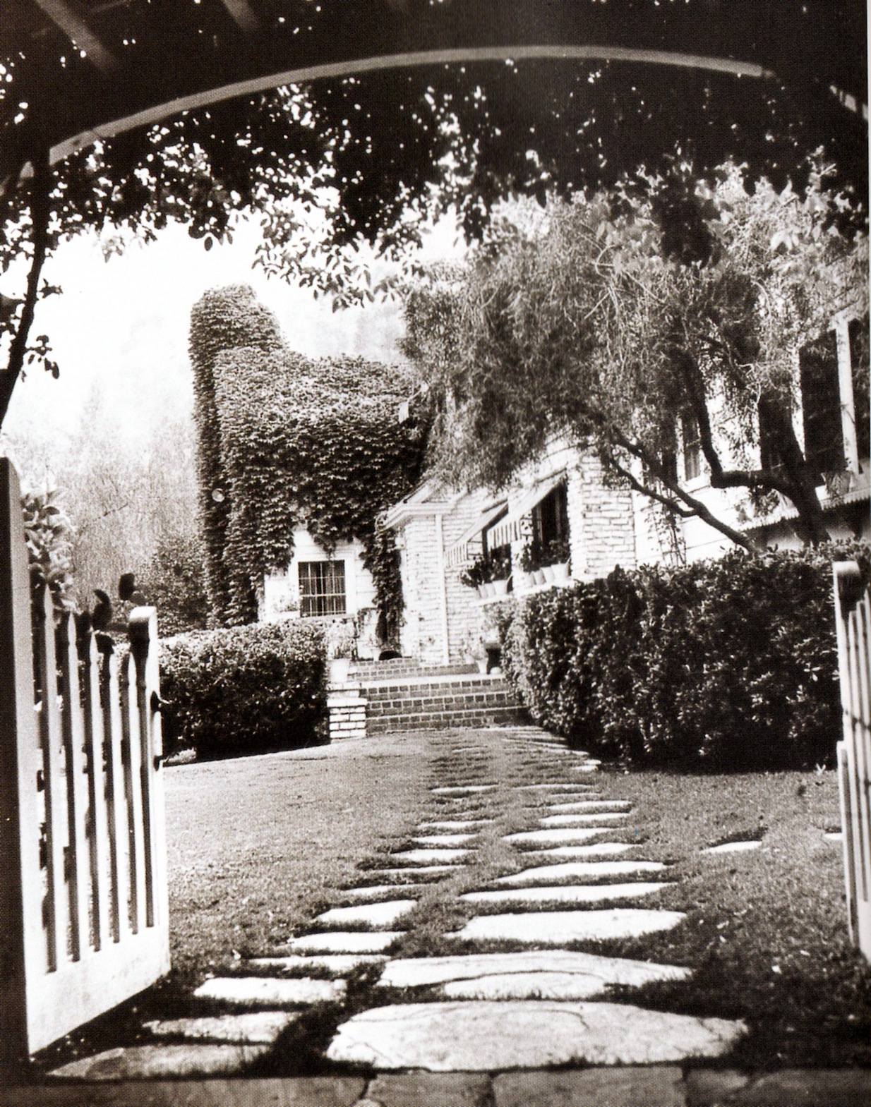 "clark gable and carole lombard's ""house of two gables"" in encino"