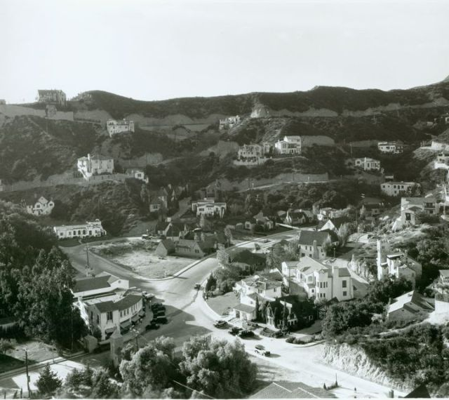 Homes sparsely dot the hillside of early Hollywoodland