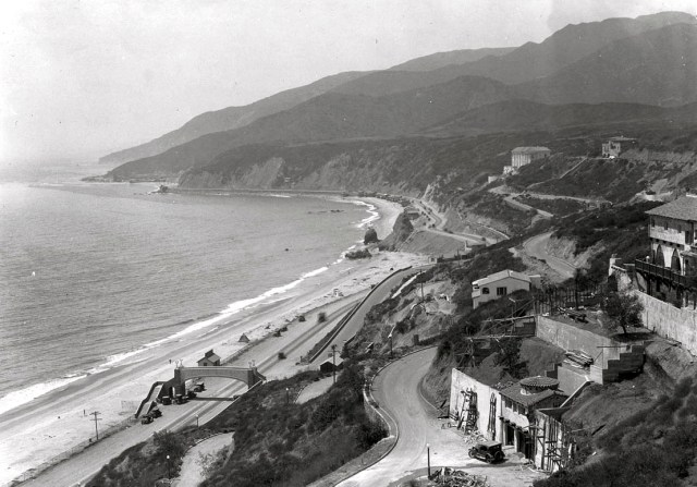 Bird's-eye view of the Santa Monica shoreline north from Castellammare Drive, circa 1932