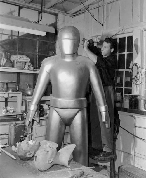 """Hollywood robot maker Harry Bates from """"The Day the Earth Stood Still"""" (1951)"""