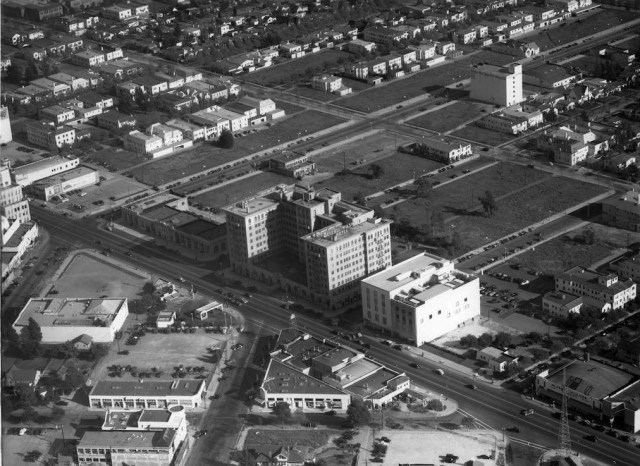 (1938) Aerial view looking southeast over the intersection of Wilshire Boulevard and Rodeo Drive showing the historic Beverly Wilshire Hotel. Note all the empty land south of the hotel