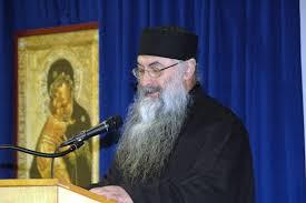 """Arhimandritul Zaharia Zaharou afirmă că mărturisitorii antiecumeniști îi """"terorizează"""" pe susținătorii ereziei"""