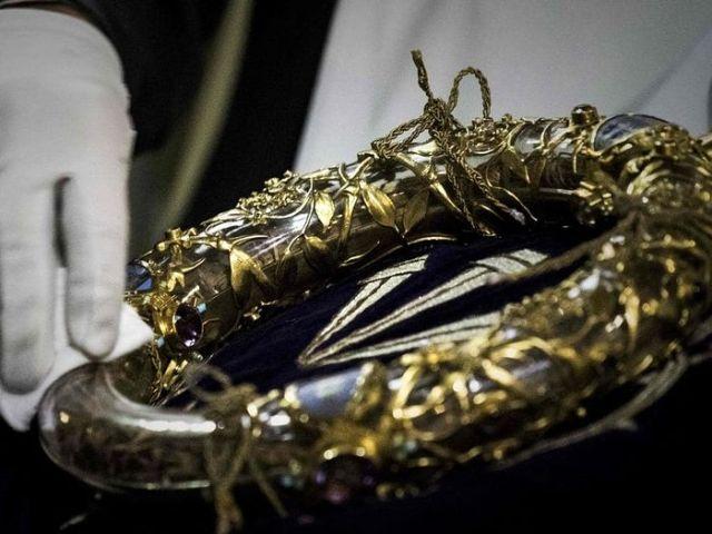 Pompierii au salvat coroana de spini a Mântuitorului din incendiul catedralei Notre-Dame din Paris