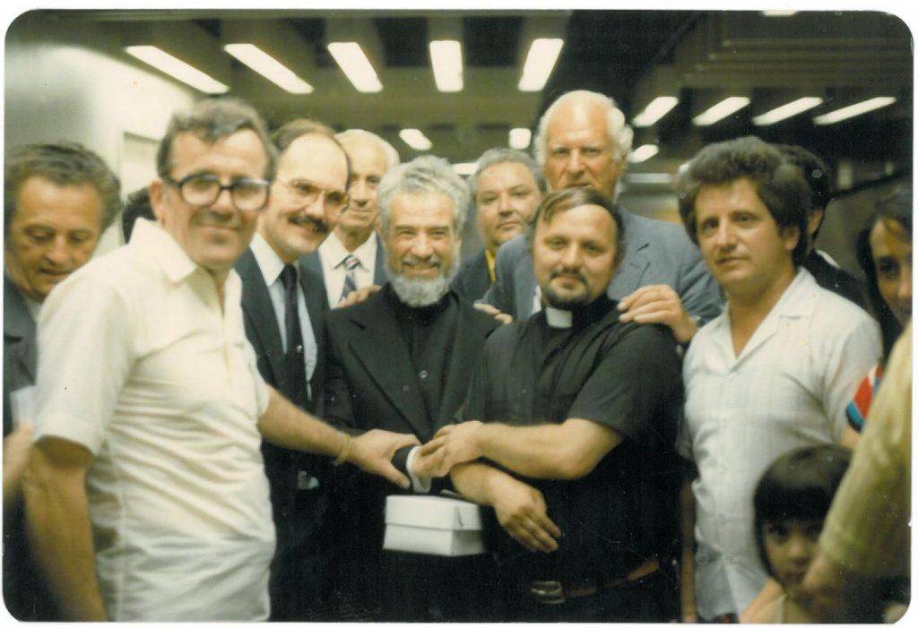 19-parintele-gheorghe-calciu-marturisitorii-ro-in-sua-jfk-nyc-9-august-1985-grigore-caraza-zahu-pana-liviu-butura