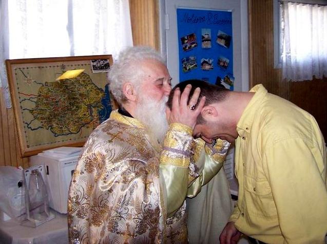 25-parintele-gheorghe-calciu-marturisitorii-ro-la-biserica-sfanta-cruce
