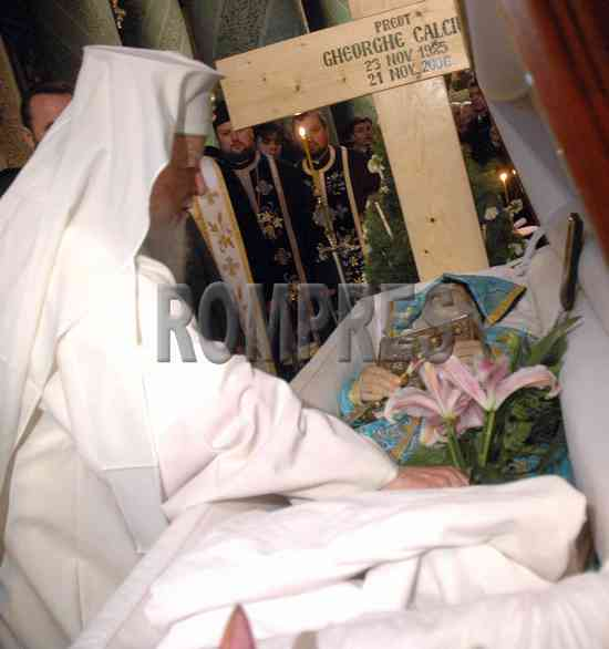54-parintele-gheorghe-calciu-marturisitorii-ro-la-prohodire-patriarhul-teoctist-radu-voda-2-decembrie-2006